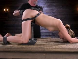 Fetish e bondage con una bionda masturbata alla grande