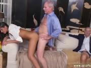 Porno cuckold con un maturo che scopa la nipote del suo amico