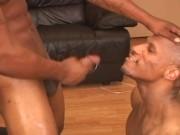 Due gay neri e cazzuti fanno sesso orale e anale fino alla sborrata